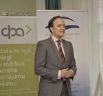 DPA stipendiātus sveic DPA vadītājs Juris Vilders