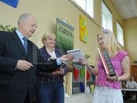 Izglītības fonda un Latvijas Avīzes apbalvojums skolotājai Reginai Paeglei