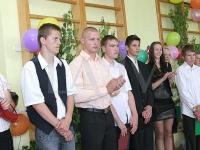 Konkursa uzvarētājs Kaspars Židovs (otrais no kreisās) ar saviem skolēniem
